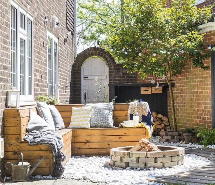Очаг из кирпича в дизайне двора частного дома