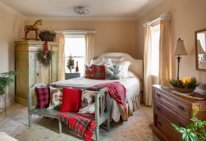 Уютное украшение спальни к Новому году 2021