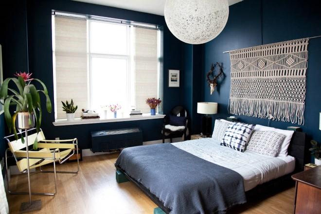 Современное макраме на стене в спальне над изголовьем кровати