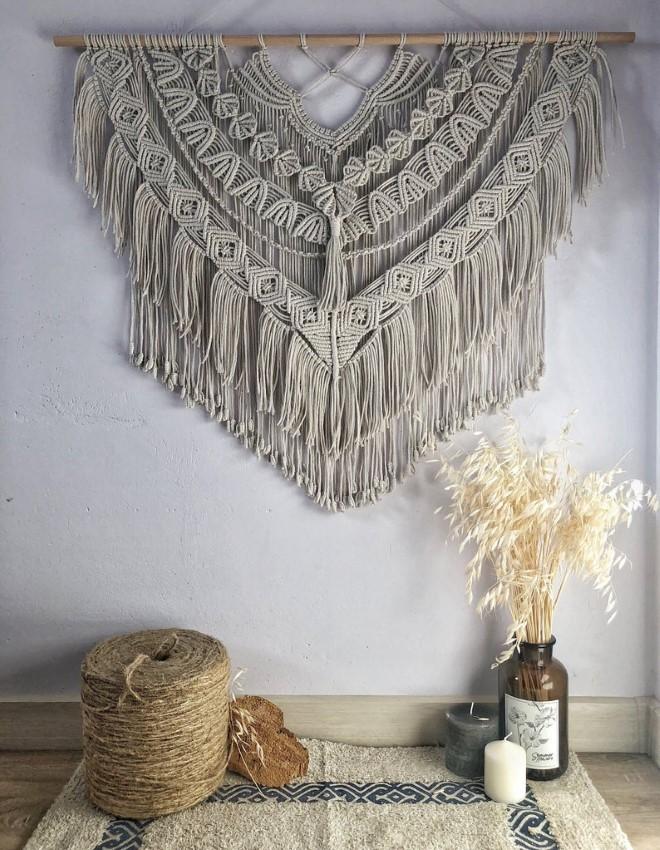Красивое макраме панно на стену: модные идеи в сером цвете