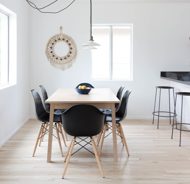 Круглое макраме панно на стене в интерьере кухни (фото)