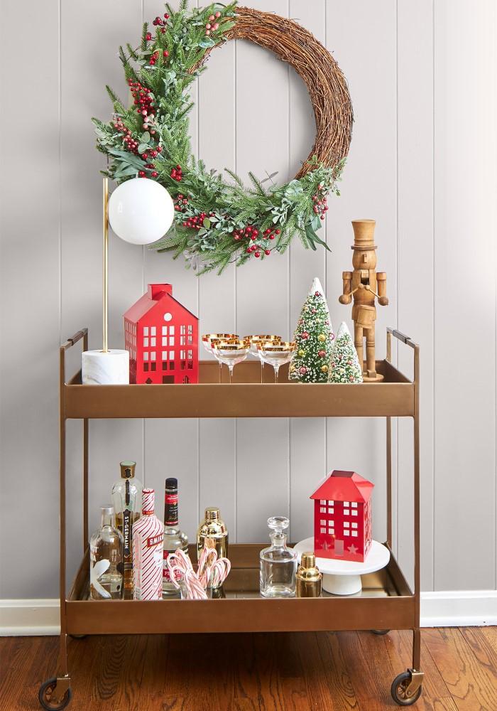 Модный новогодний декор на стол + венок на стену на фото