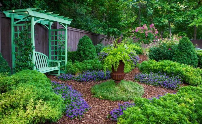 Простые советы по оформлению двора частного дома
