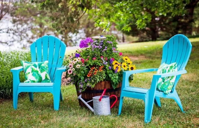Как красиво и недорого украсить двор дома в деревне