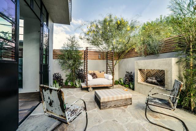 дизайн дворика в частном доме фото
