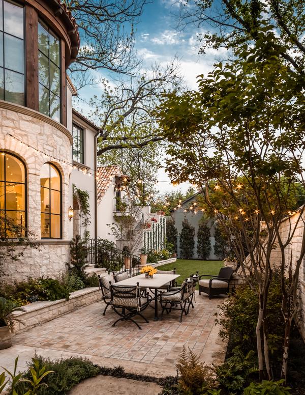 дизайн дворика в частном доме