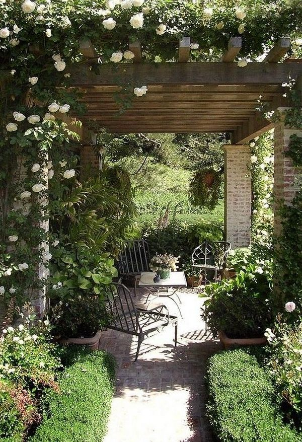 красивый дизайн маленького дворика в частном доме