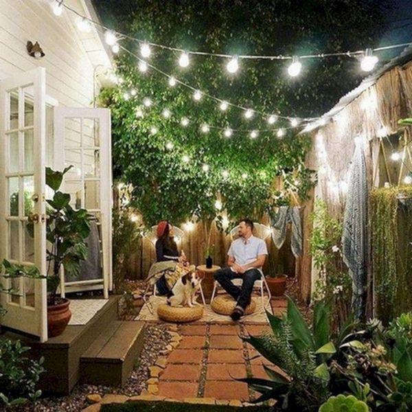 красивый двор частного дома иллюминация