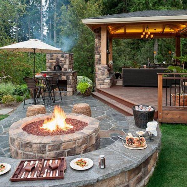 красивый двор частного дома с мангалом