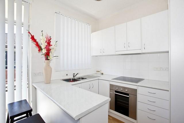 белая кухня в стиле минимализм угловая