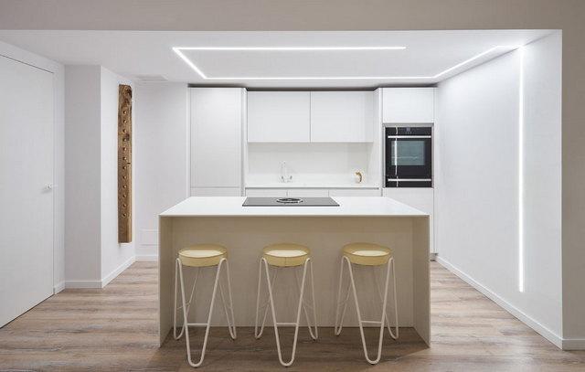 дизайн большой кухни в стиле минимализм