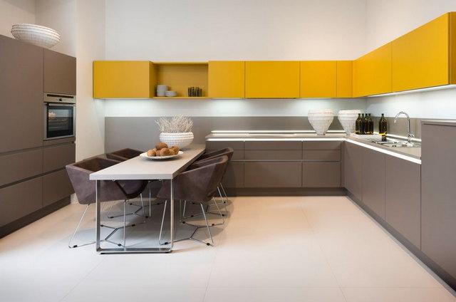 просторная кухня в стиле минимализм
