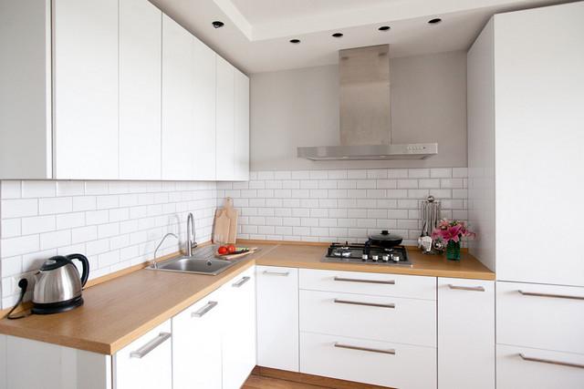 светлые интерьеры кухни в стиле минимализм