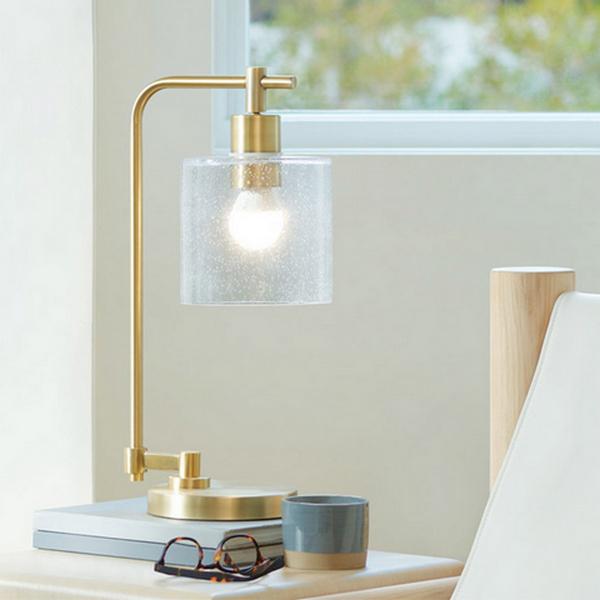 тренды дизайна интерьера 2021 умная лампа