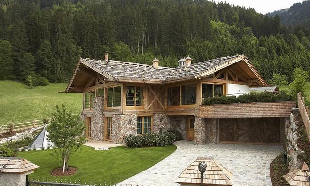 дома из бруса с камнем в стиле шале