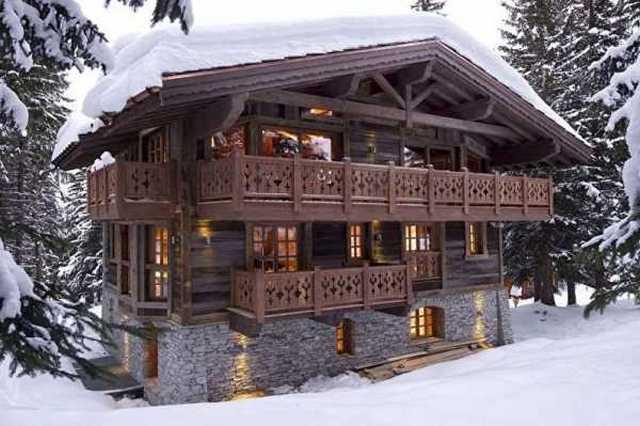 дома из бруса в стиле шале на склоне
