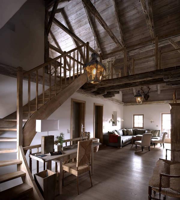 интерьер дома в стиле шале лестница