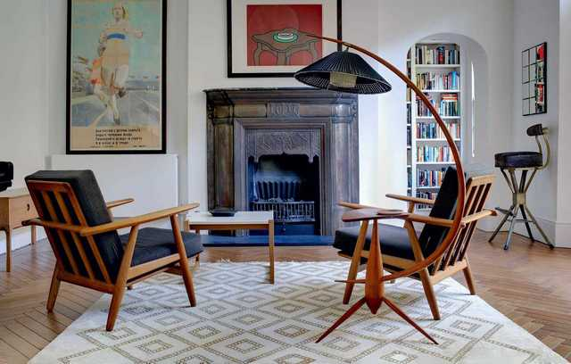 советское кресло с деревянными подлокотниками фото
