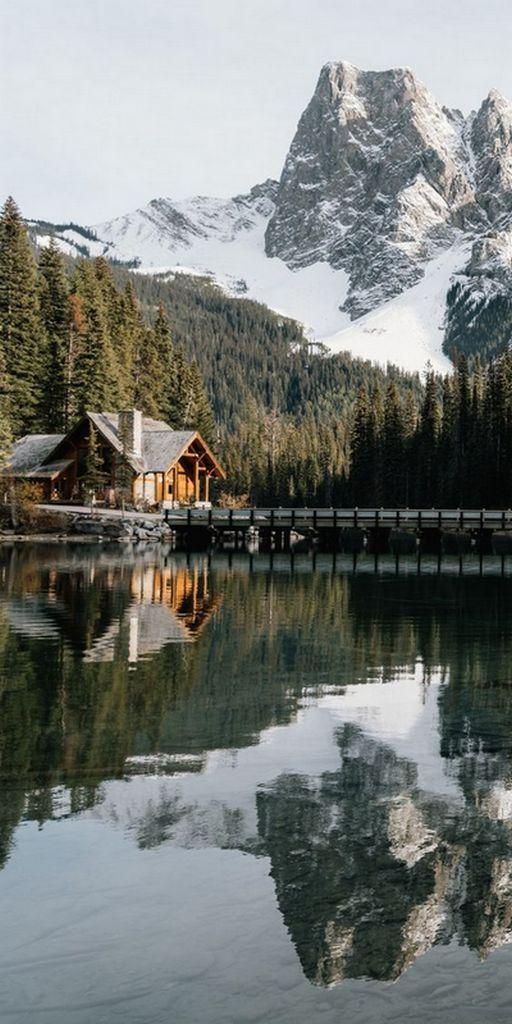 загородный дом в стиле шале в горах