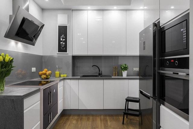 кухня в серо-белых тонах фото