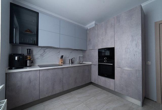 маленькая кухня в серых тонах фото