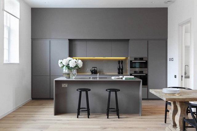 современный интерьер кухни в серых тонах
