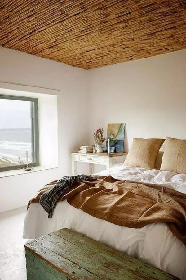 обои бамбук на потолке в интерьере